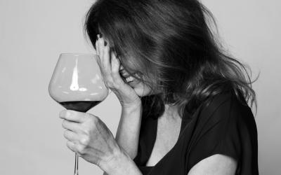 """""""Ich kann schon sehr gut mit mir alleine trinken"""" – Iris Berben im Interview"""