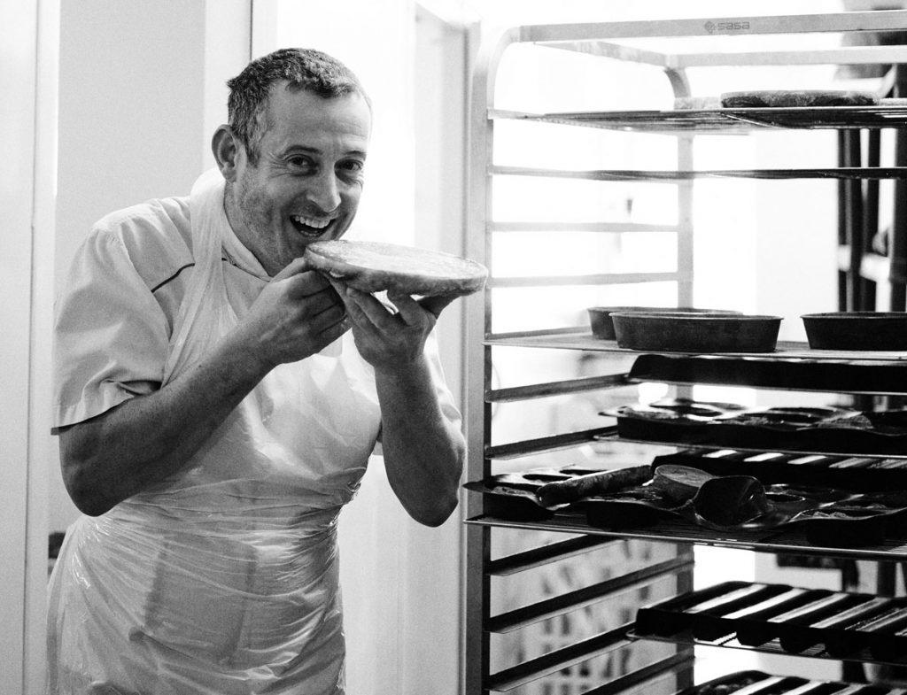 Pâtissier und Chocolatier Thierry Afnaoui sorgt dafür, dass inmitten der kulinarischen Freuden aus dem Salzwasser das Süße nicht zu kurz kommt.